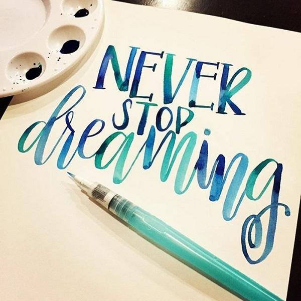 lavoretti-fai-da-te-imparare-calligrafia-scritta-colorata-tonalità-colore-blu-attività-manuale-lavoretto-creativo