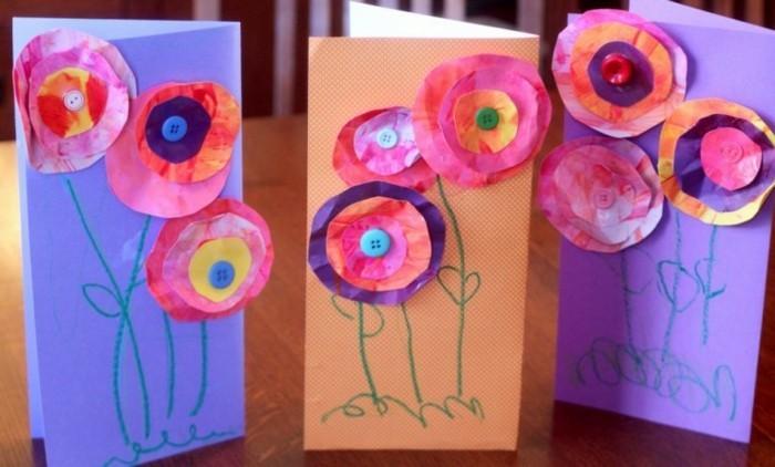 lavoretti-manuali-per-bambini-fiori-carta-realizzati-dischi-carta-colorati-bottone-interno-incollati-biglietti-auguri