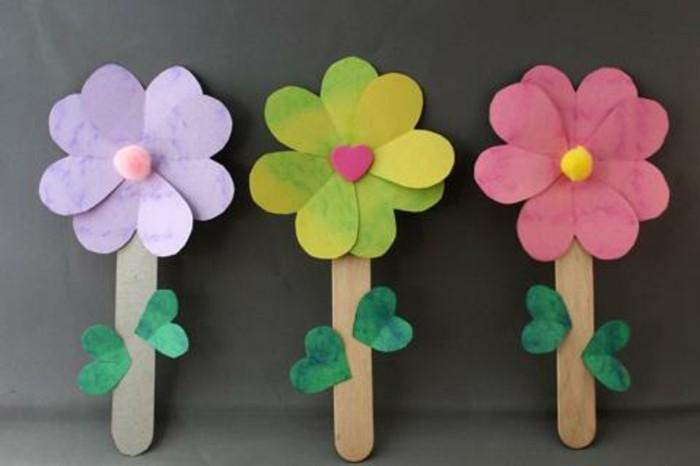 lavoretti-per-bimbi-fiori-colorati-petali-carta-bottone-colorato-centro-gambo-bastoncino-legno-foglie-incollate