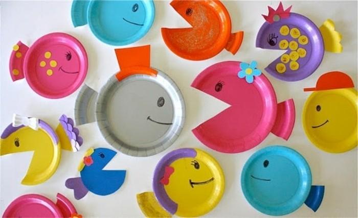 lavoretti-per-bimbi-pesci-colorati-realizzati-piatti-palstica-decorati-naso-bocca-disegnati-pennarello-nero