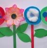 lavoretti-semplici-per-bambini-fiori-colorati-realizzati-pirottini-muffin-interno-bottoni-ovatta
