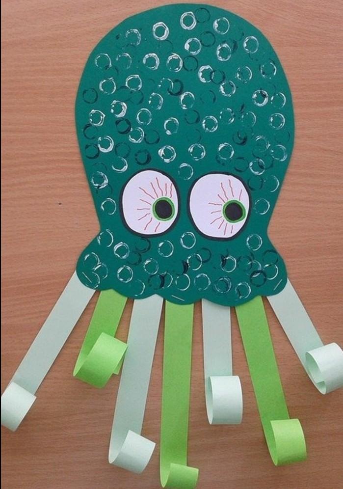 lavoretti-semplici-per-bambini-piovra-realizzata-cartoncini-grandi-occhi-tentacoli-cartoncini-ritagliati-arricciati
