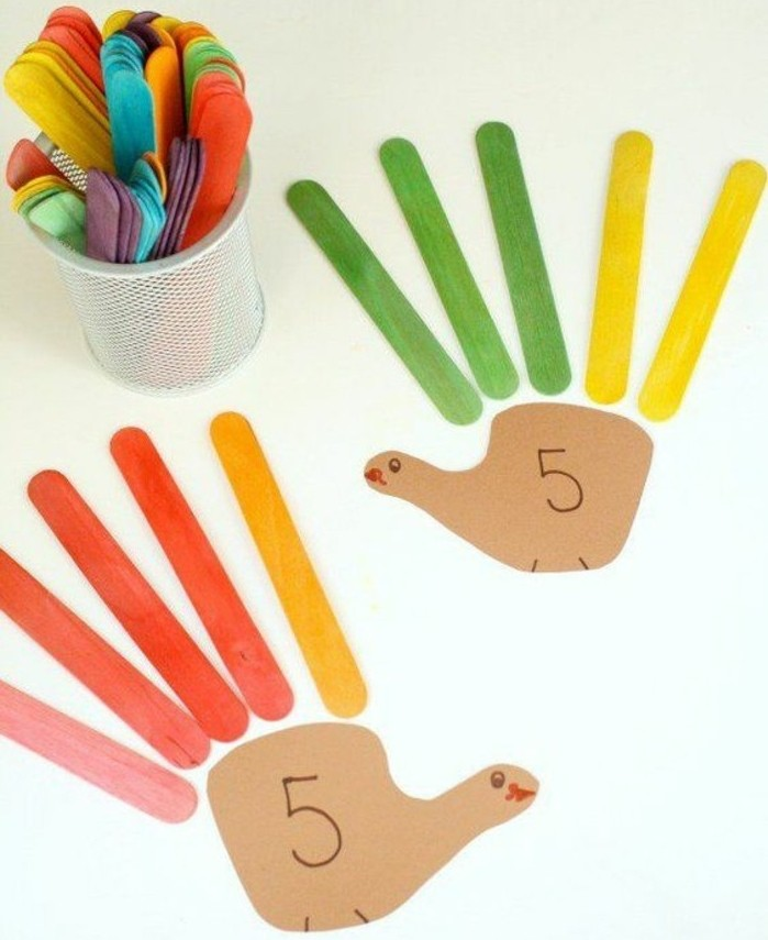 lavoretto-per-bambini-insegnare-contare-mano-dita-bastoncini-legno-colorati