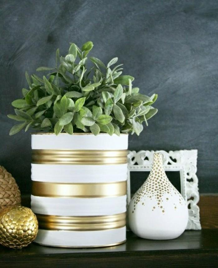 lavori-creativi-fai-da-te-barattolo-latta-colore-bianco-vernice-color-oro-vaso-pianta