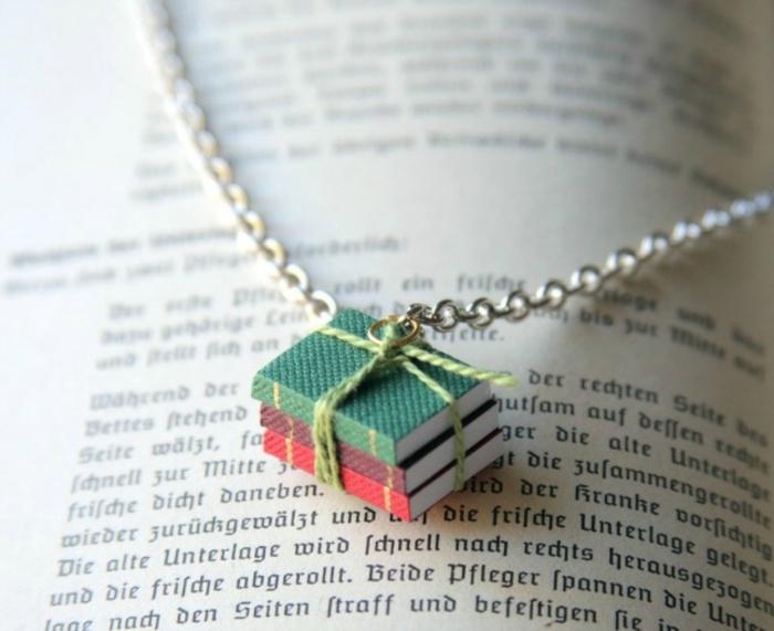 lavori-creativi-fai-da-te-collana-gioiello-piccoli-libri-ciondolo-argento-idea-regalo-originale-unico