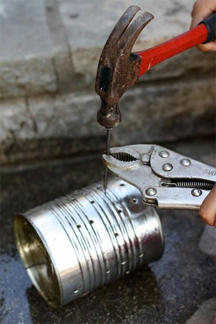 lavori-creativi-fai-da-te-come-praticare-fori-barattolo-latta-martello-chiodo-pinza-strumenti