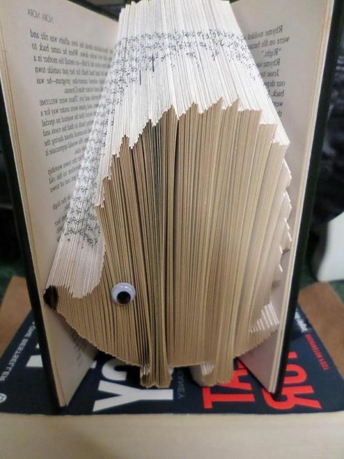 libri-piegati-ecco-come-creare-animali-riccio-simpatici-aggiungendo-paio-decorazioni