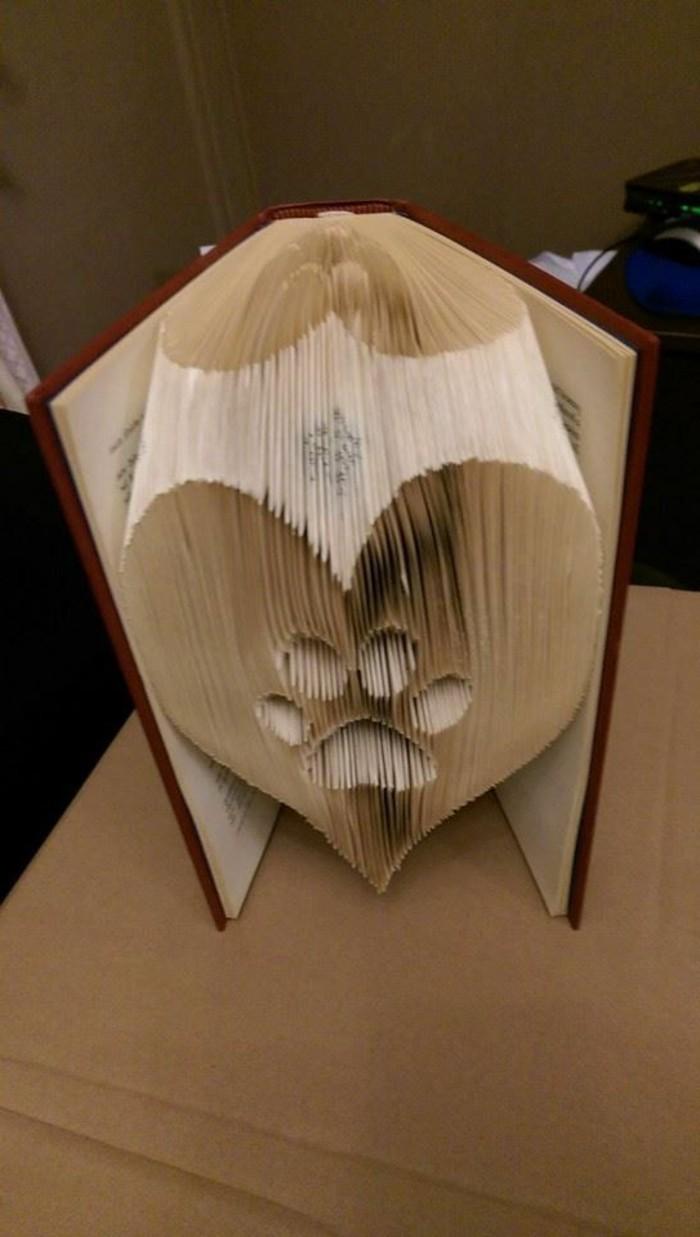 libri-piegati-idea-originale-grande-cuore-interno-impronta-realizzata-nuova-tecnica