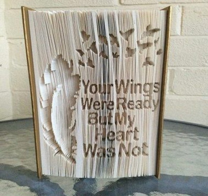 libro-origami-alcune-immagini-sofisticate-scritte-realizzate-piegando-pagine-libro