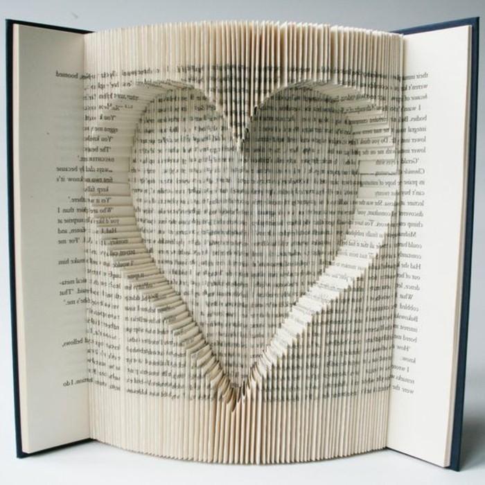 libro-origami-cuore-fuoriesce-pagine-libro-grazie-nuova-tecnica-riciclo-creativo