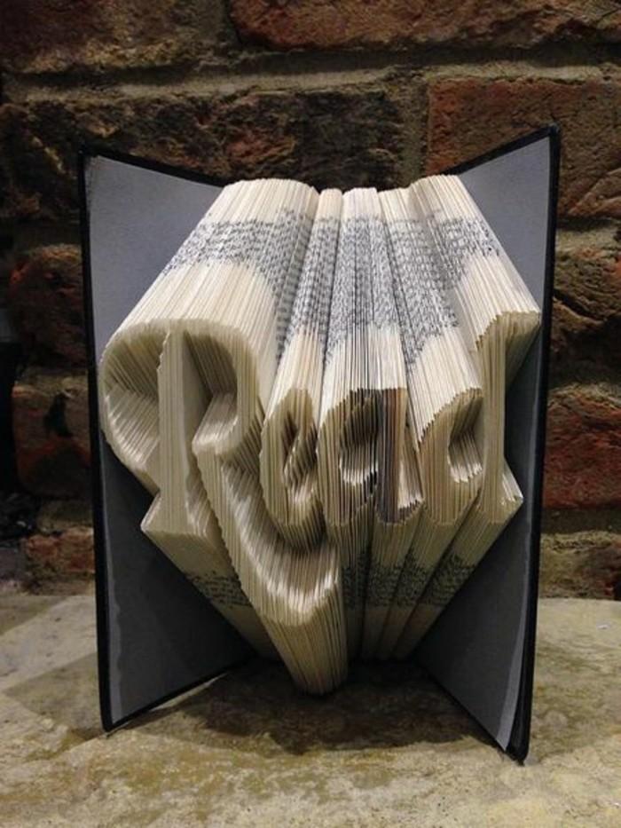 libro-origami-scritta-3d-realizzata-piegando-pagine-libro-copertina-rigida-nera