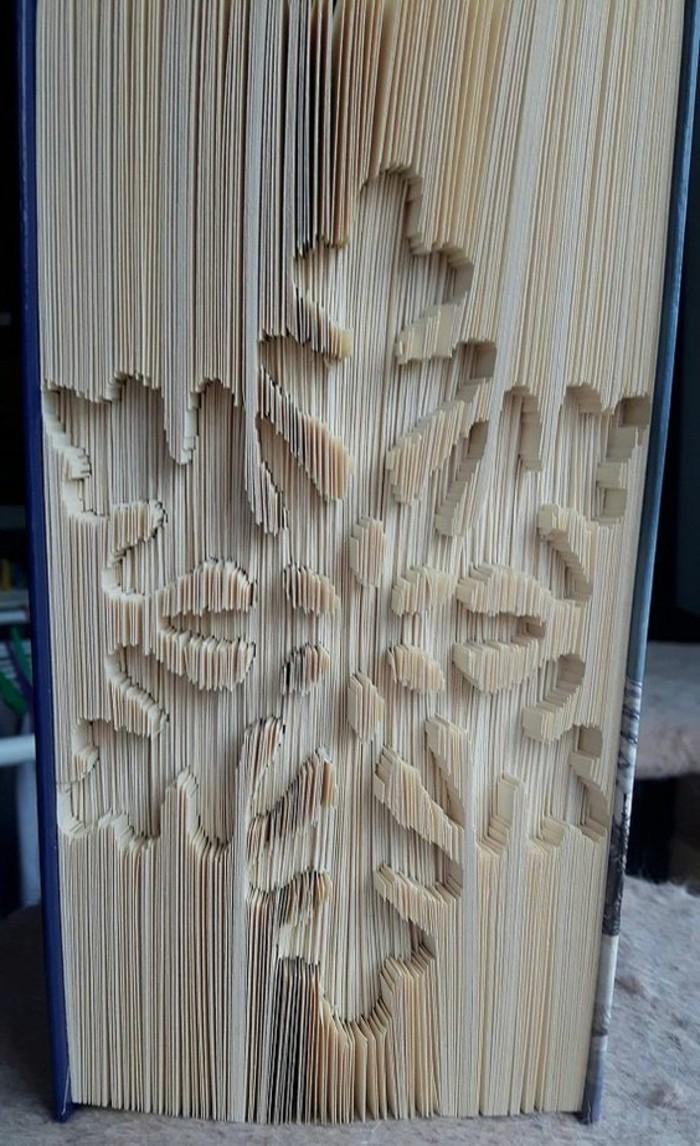 libro-piegato-grande-fiocco-di-neve-realizzato-tecnica-creativa-piegare-vecchi-libri