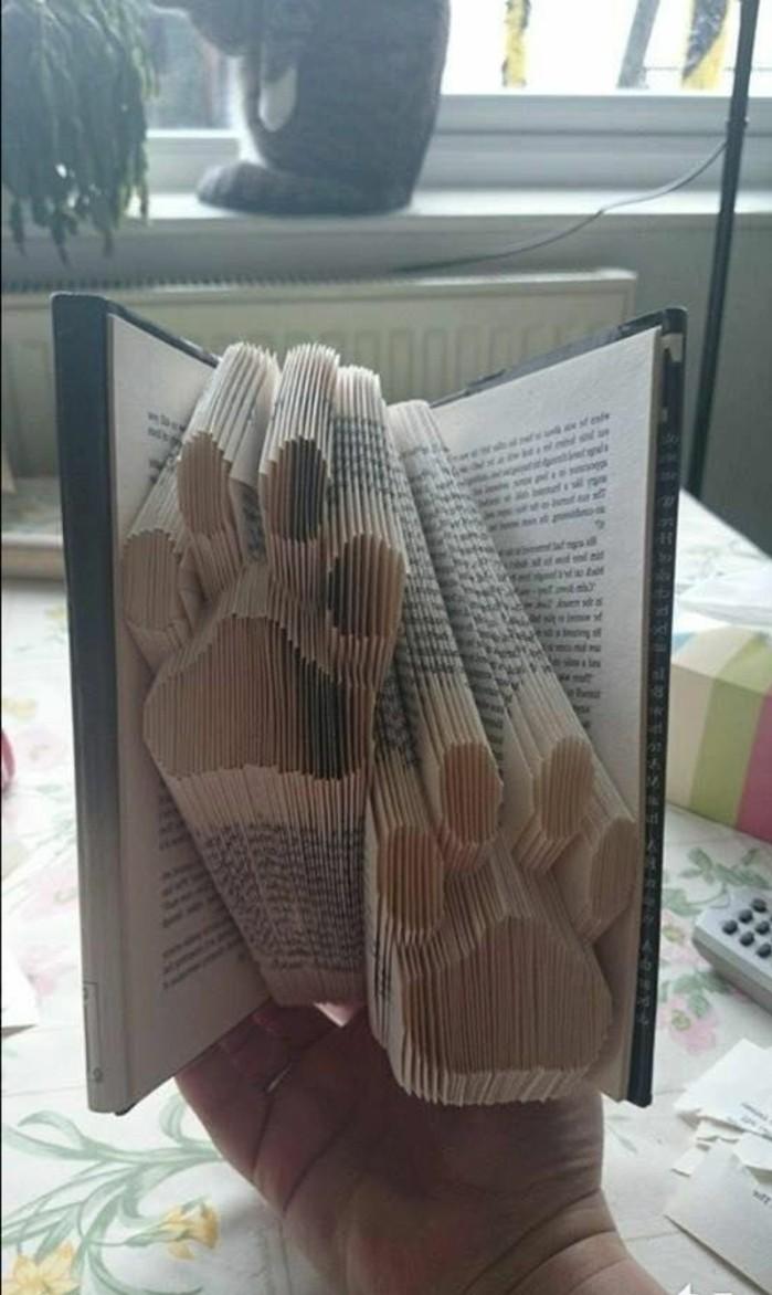 libro-piegato-simpatiche-originale-zampine-create-piegando-pagine-vecchio-libro