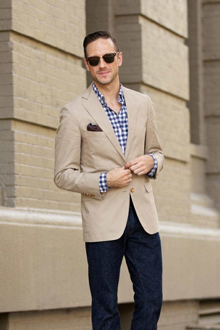moda-uomo-stile-casual-chic-jeans-camicia-giacca-beige-elegante-moderno