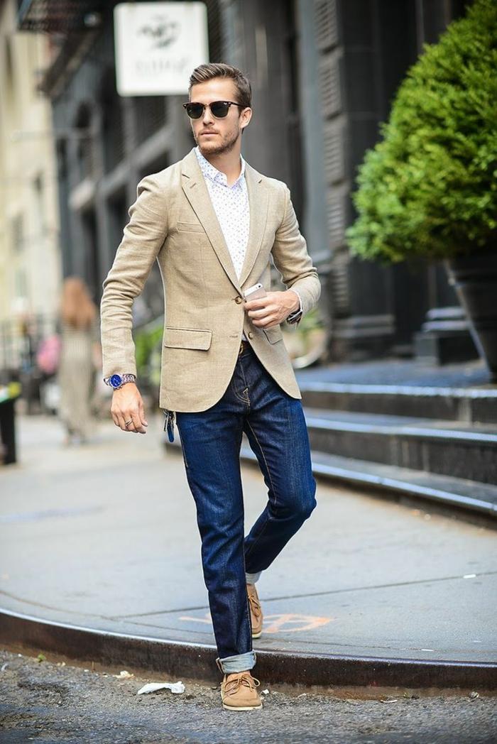moda-uomo-vestiti-casual-chic-jeans-maglietta-basic-giacca-bottone-scarpe-abbinate-occhiali-da-sole