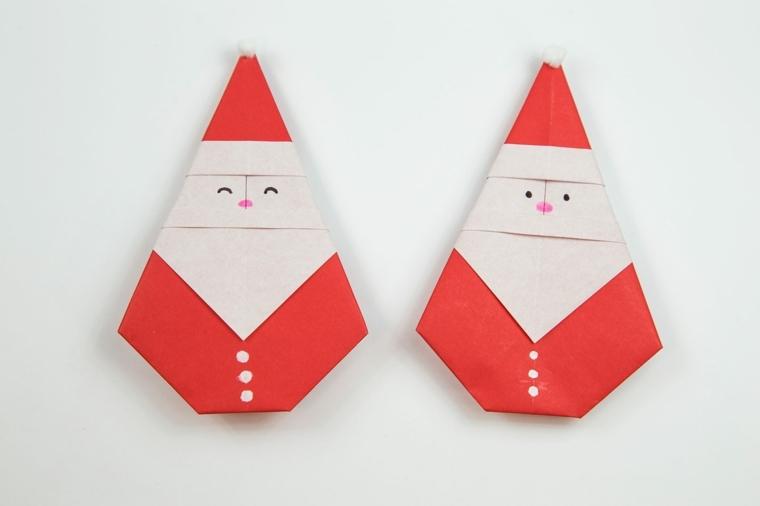 dei piccoli babbi natale realizzati piegando la carta, una proposta originale per i bigliettini di auguri
