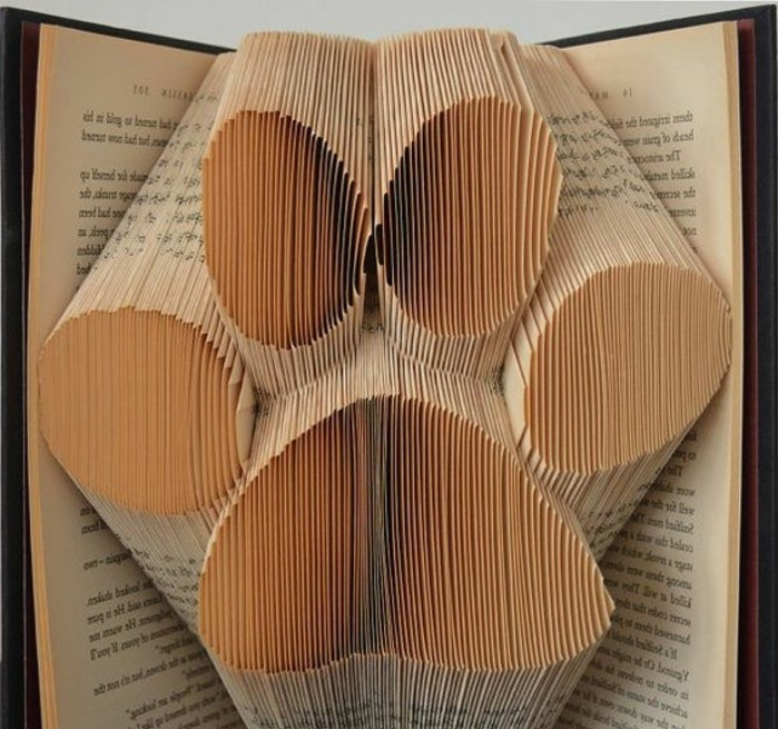origami-realizzati-pagine-libro-grande-impronta-animale