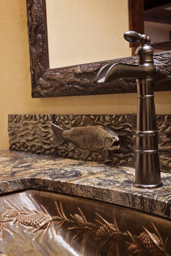 pareti-bagno-senza-piastrelle-pittura-color-tortora-lavabo-marmo-decorazioni-bronzo