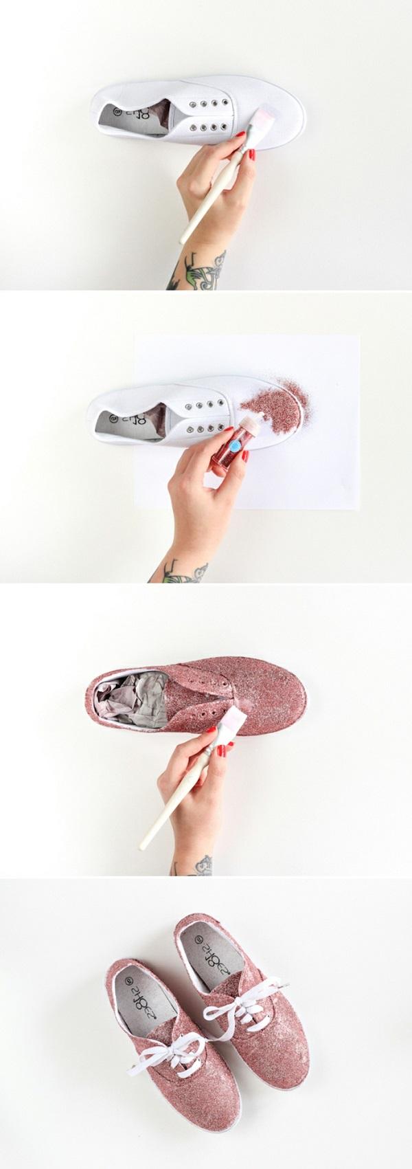 Ecco come trasformare le vecchie scarpe di ginnastica, colore rosa glitter da mettere con un pennello