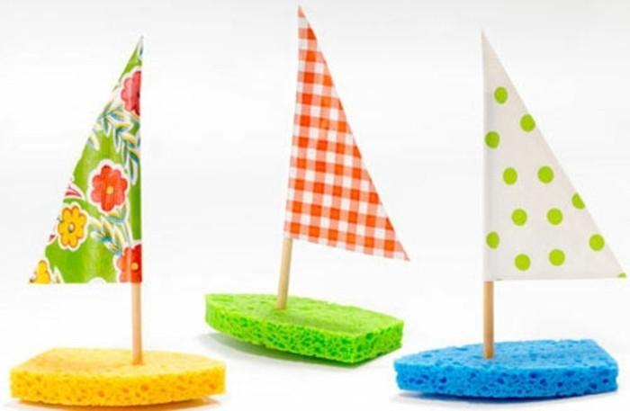 piccole-barche-vela-carta-scafo-realizzato-spugna-colorata-vela-carta-triangolare-steccnino-legno-asta