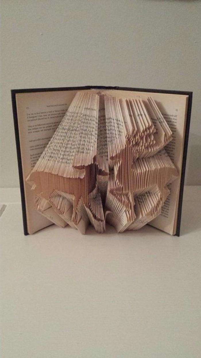 piegando-pagigne-libro-creando-figure-uniche-ispirate-mondo-animale