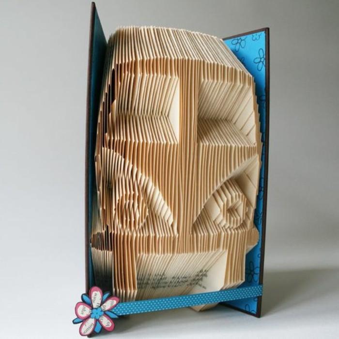 piegando-pagine-libro-possibile-creare-oggetti-originali-come-macchina