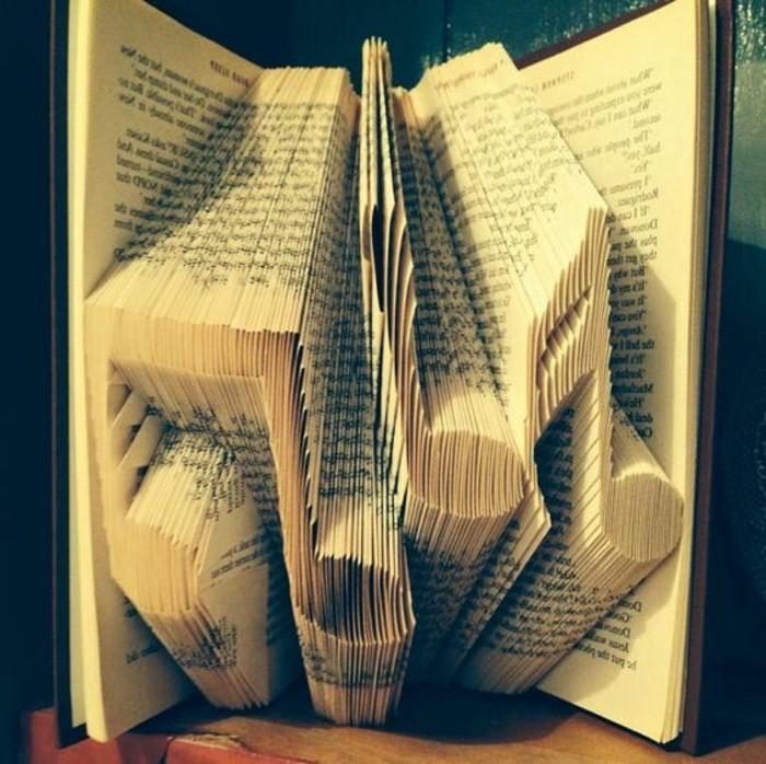 piegare-libri-grande-originale-scultura-creando-a-partire-dalle-pagine-vecchio-libro