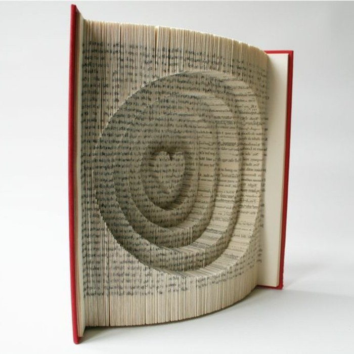 piegare-pagine-libro-creando-oggetti-fantasiosi-forme-originali