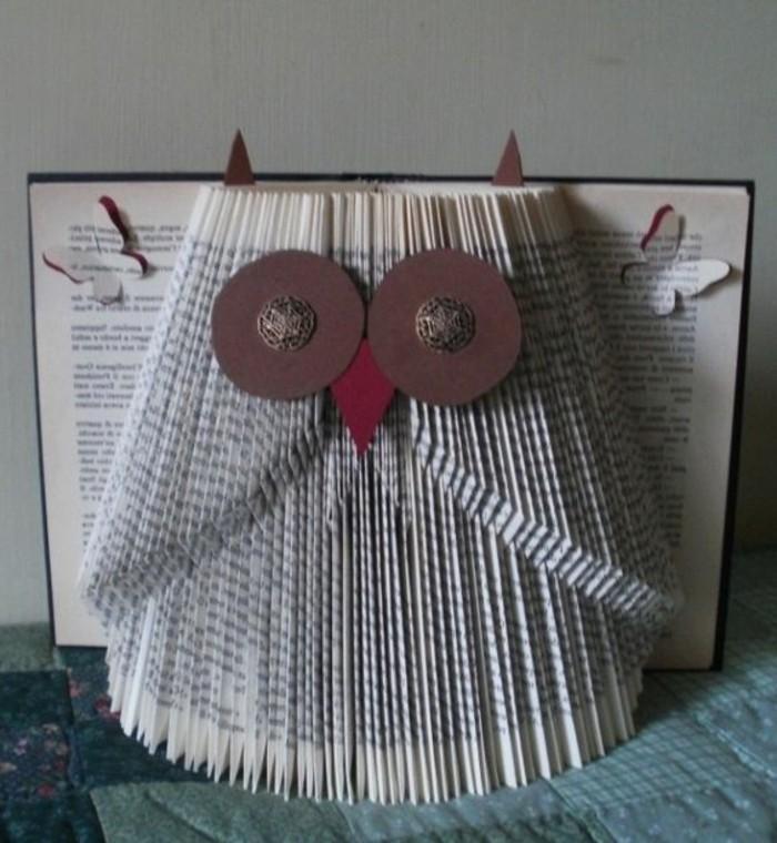 piegare-pagine-libro-realizzare-fugure-carine-come-gufo-decorato-ritagli-carta