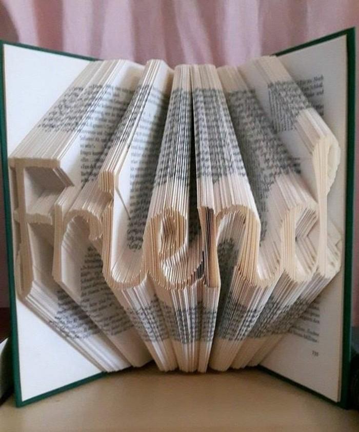 piegare-pagine-libro-realizzare-scritte-particolare-da-regalare-amici