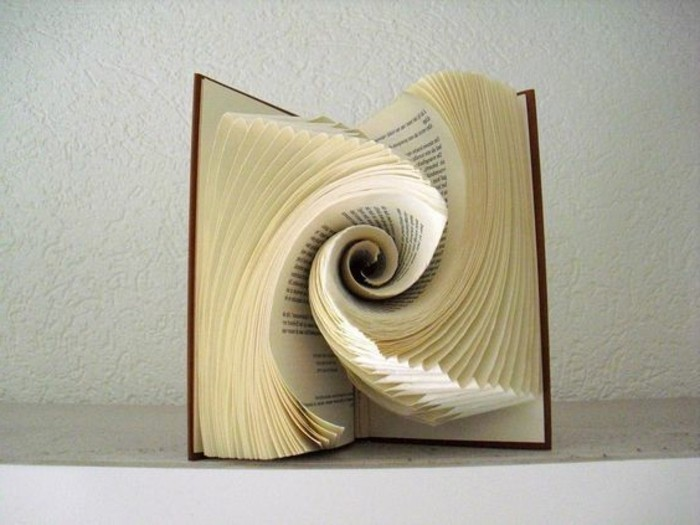 piegare-pagine-libro-vera-propria-forma-arte-ecco-idea-originale
