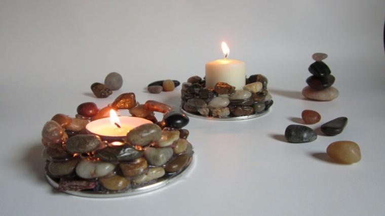 con dei piccoli sassi di diversa grandezza e tonalità è possibile dare forma a degli originali porta candele