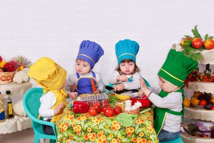 primo-corso-cucina-bambini-apprendono-riconoscere-alimenti-legumi-frutta-attivita-manuale