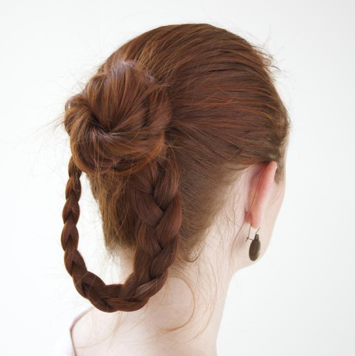 proposta-pettinatura-femminile-ispirata-medioevo-chignon-treccia-capelli-lunghi-castano-ramati