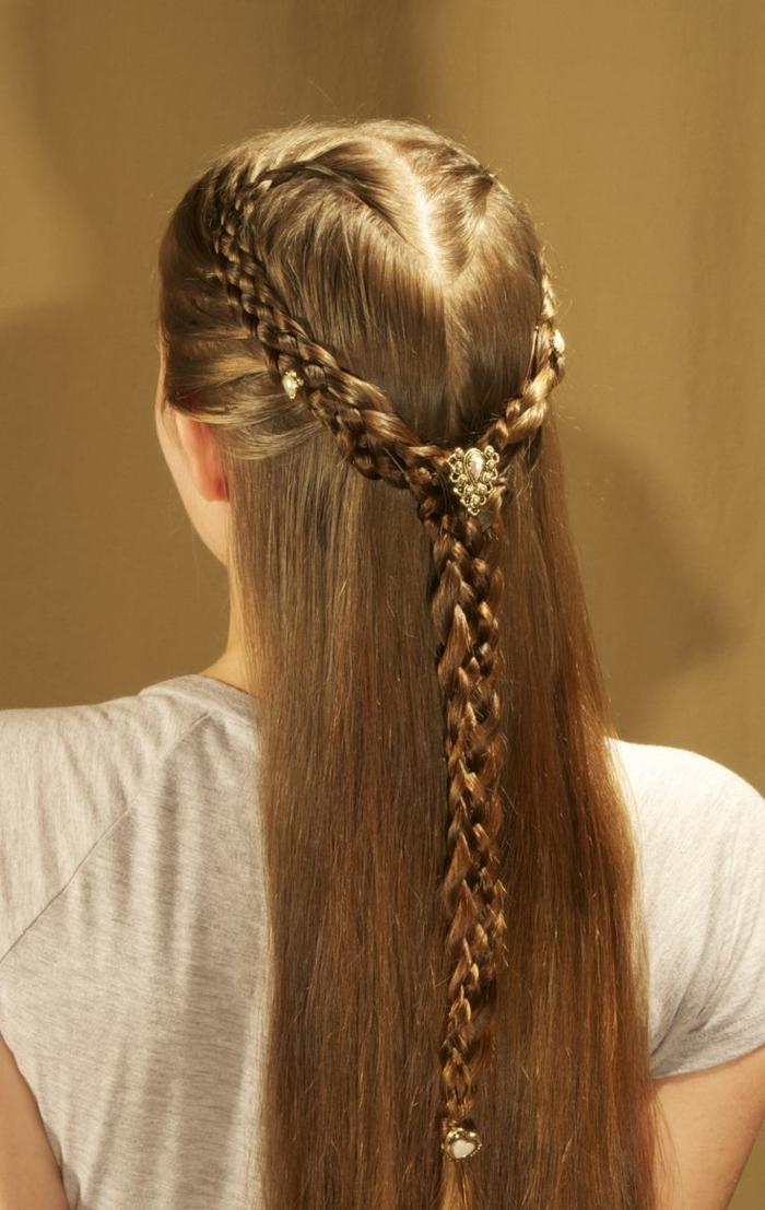 ragazza-capelli-lunghi-lisci-castano-chiari-corona-treccia-fermaglio-ispirazione-medievale