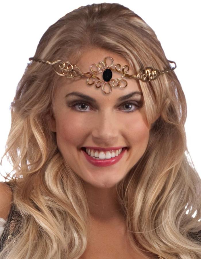 ragazza-sorridente-capelli-lunghi-biondi-corona-gioiello-dorata-diadema-nero-centro