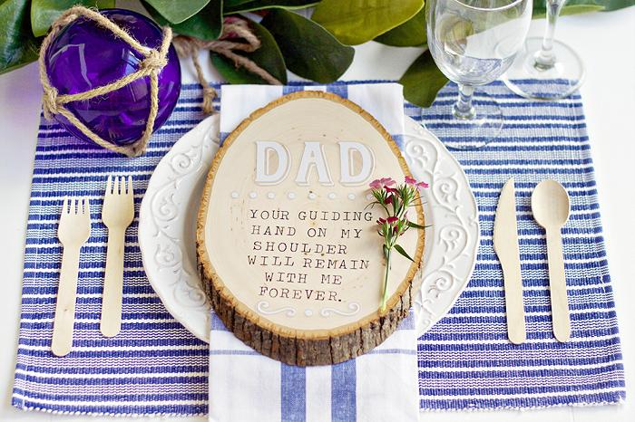 regali-per-papà-idea-originale-fai-da-te-tovagliolo-posate-legno-torta-rustica-tronco-albero-decorazioni-bicchieri-vetro