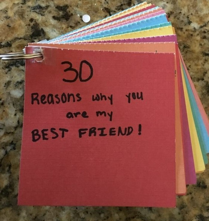 regalo-migliore-amica-un-libro-fai-da-te-realizzato-cartoncini-colorati-30-ragioni-per-le-quali-è-nata-amicizia