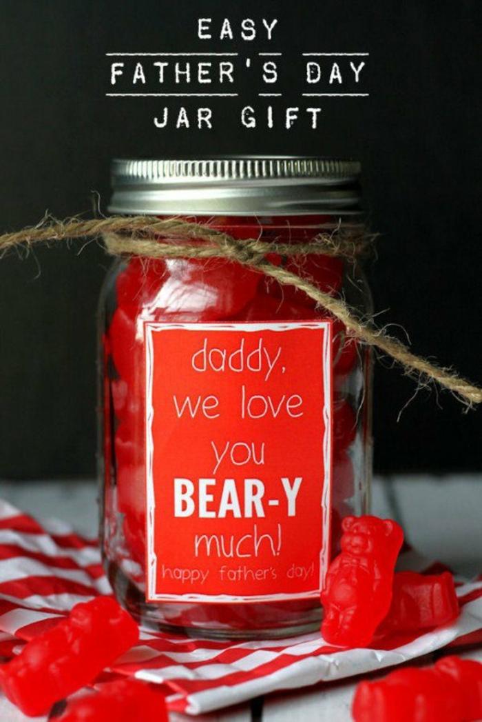 regalo-papà-festa-barattolo-vetro-tappo-corda-scritta-caramelle-gommose-colore-rosso-orsetti-tovagliolo