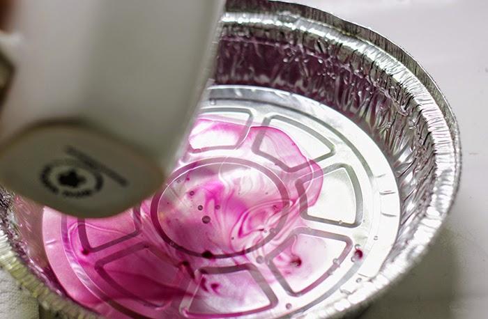 regalo-papà-personalizzare-tazza-teglia-alluminio-versare-acqua-gocce-smalto-colore-bordeaux-miscela