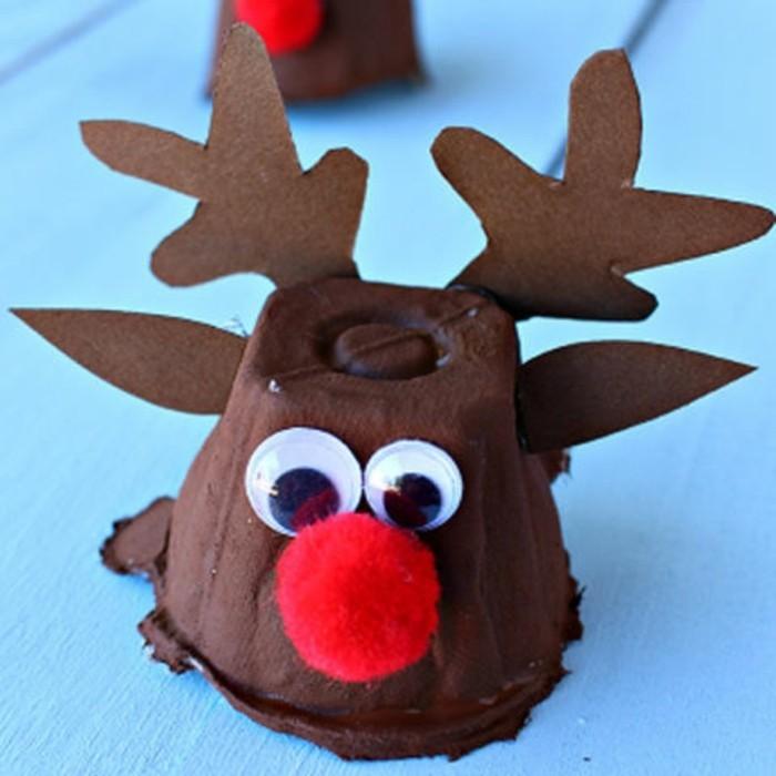 renna-realizzata-utilizzando-cartone-uova-dipinto-marrone-occhi-mobili-pon-pon-rosso-naso