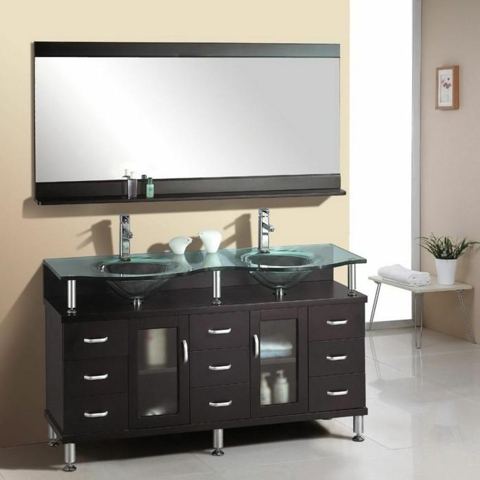 resina-bagno-color-malva-chiaro-vanity-nero-doppio-lavabo-grande-specchio