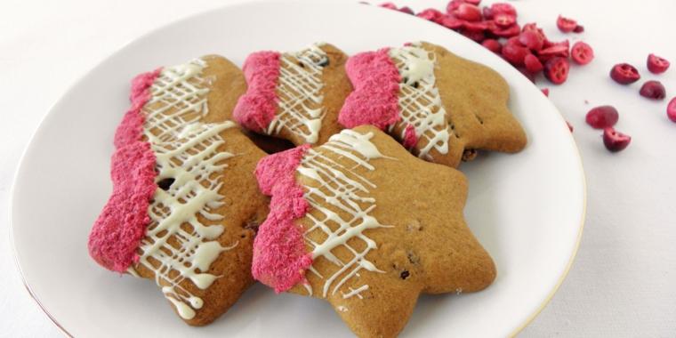 Biscotti di Natale, ricetta senza glutine e decorazione semplice con glassa reale bianca e rosa