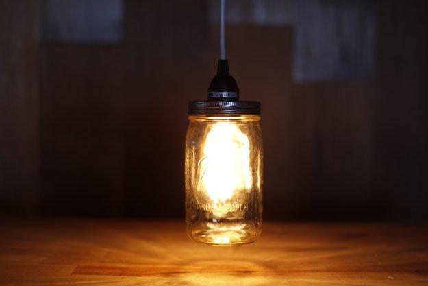 riciclare-barattoli-vetro-idea-creativa-lampada-illuminazione-fai-da-te-originale