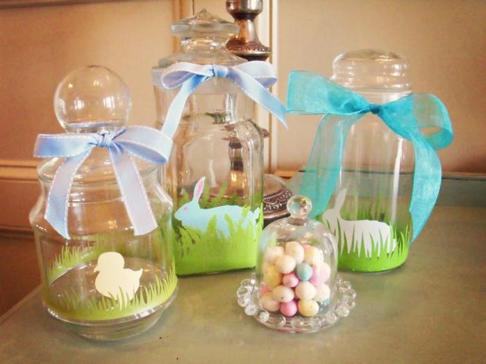 riciclo-barattoli-di-vetri-idea-creativa-pasqua-cartoncino-verde-forma-erba-pulcino-coniglio-uova-colorate