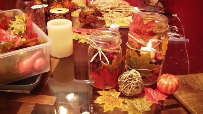 riciclo-barattoli-di-vetro-decorazione-autunnale-foglie-gialle-arancioni-lacci-legati-collo