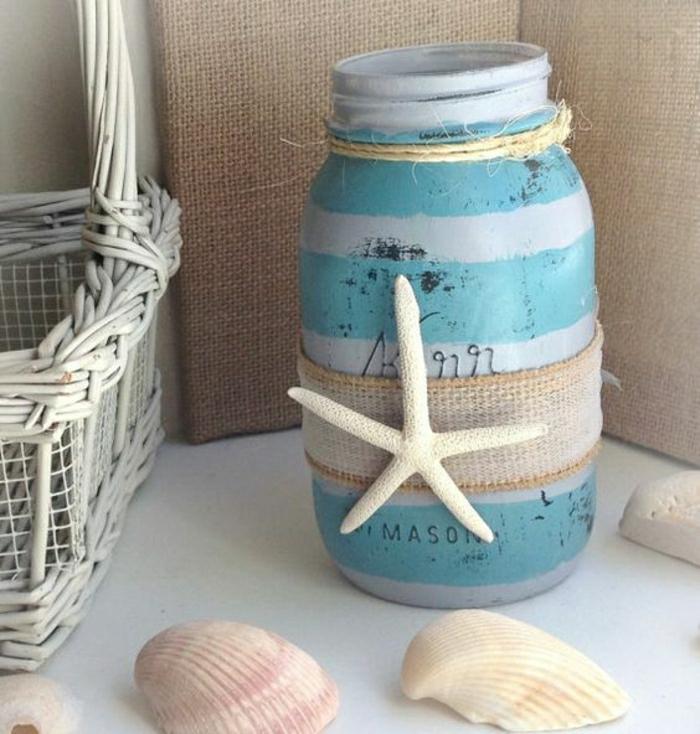 riciclo-barattoli-di-vetro-decorazione-colore-bianco-azzurro-stella-marina-incollata-conchiglie-cesto-vimini