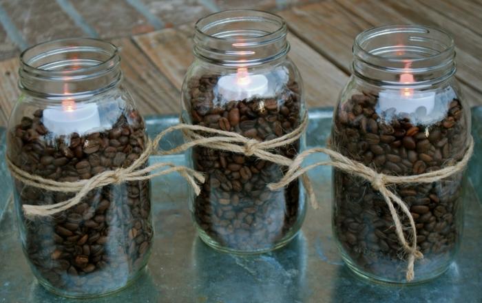 riciclo-barattoli-di-vetro-idea-creativa-candele-fai-da-te-interno-chicci-caffe-candela-bianca-corda-fiocco