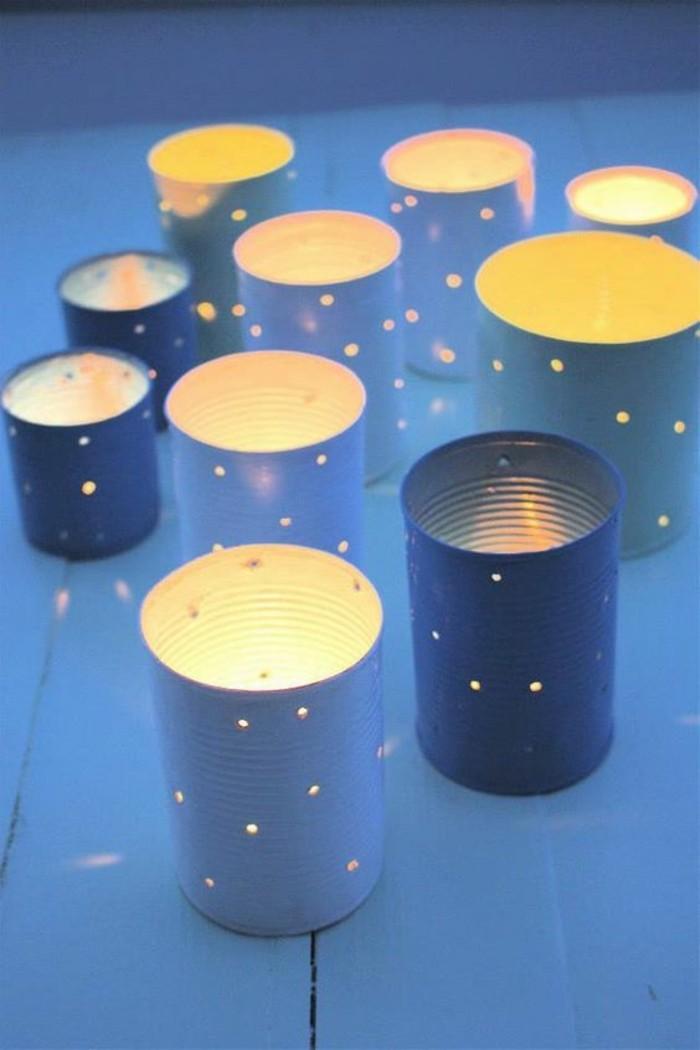 riciclo-creativo-barattoli-latta-fai-da-te-lanterne-candele-decorate-tavolo-legno