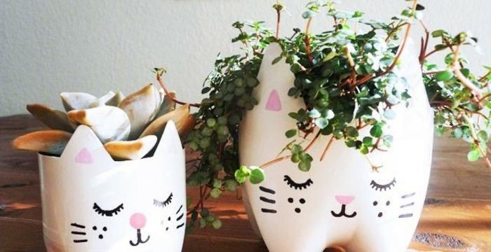 riciclo-creativo-bottiglie-plastica-dipinte-colore-bianco-decorate-come-gattini-trasformate-vaso-piantine-casa